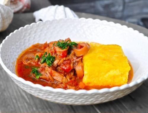 Jadranski lignji v paradižnikovi omaki